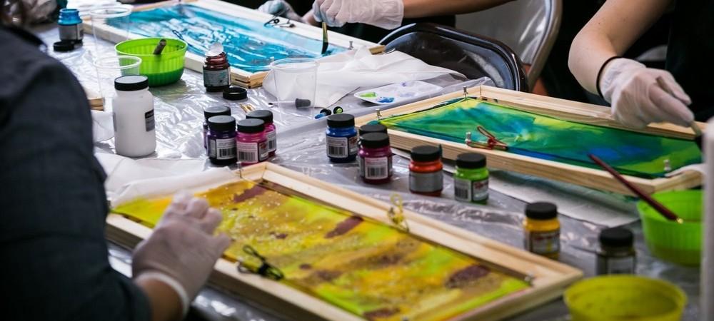 Atelier de pictură pe mătase